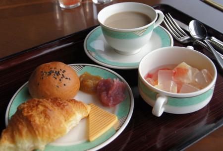 ホテル朝食2_1.jpg