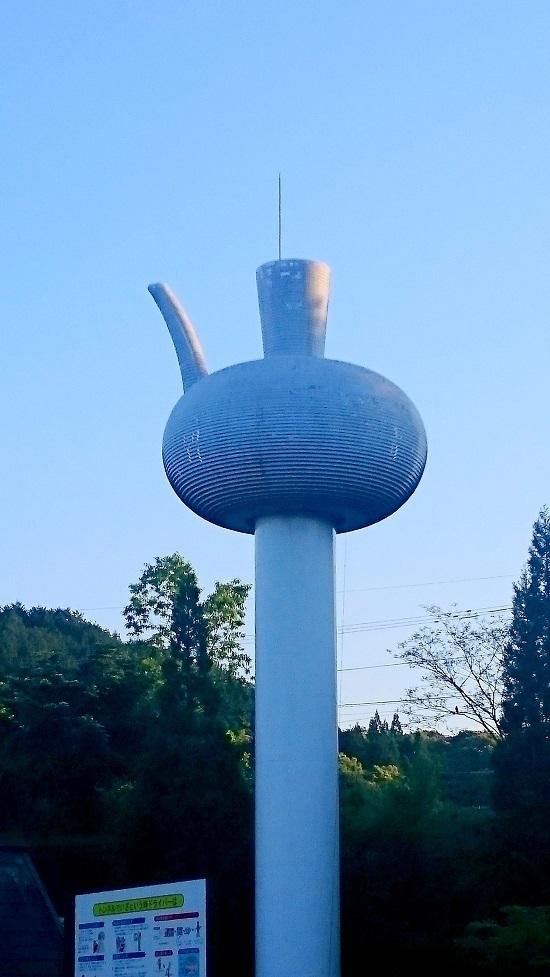 山江サービスエリア急須モニュメント - コピー.JPG